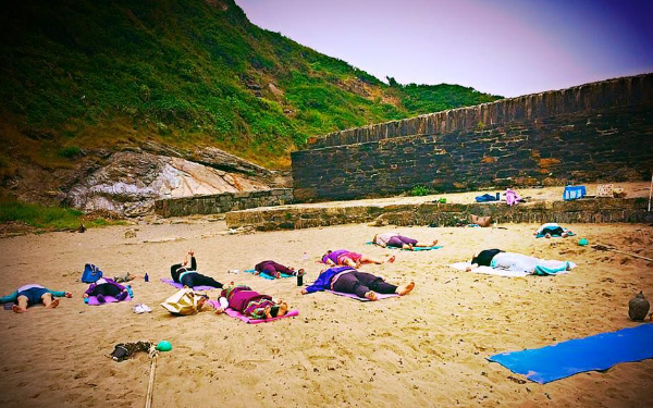 beach yoga cornwall benefits