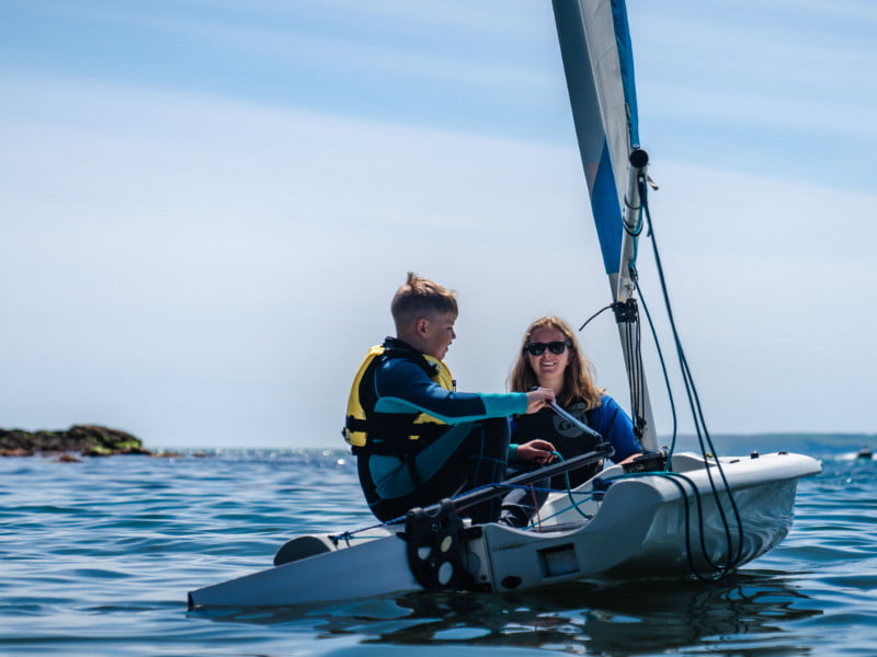 polkerris-beach-cornwall-dinghy-sailing-stage1-lesson